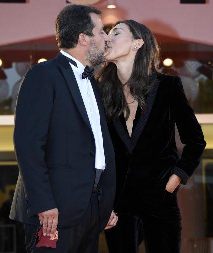 Matteo Salvini sbarca a Venezia insieme alla fidanzata Francesca: il bacio  sul red carpet - Giornale di Sicilia