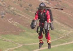 Il paramedico volante: 25 minuti di percorso in appena 90 secondi La «tuta-jet» potrebbe far volare un paramedico verso luoghi pericolosi o remoti in pochi minuti - CorriereTV