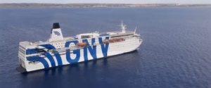 Lampedusa, terminato l'imbarco di 480 migranti dell'hotspot