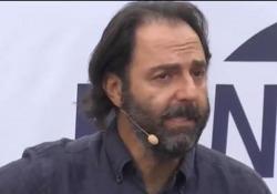 Neri Marcorè show, canta Mahmood alla maniera di Branduardi e Concato L'attore protagonista a «Fuoricinema» - AGTW