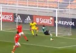 Portogallo, segna con la rovesciata volante Con un gol così subito vengono in mente le prodezze di Ibrahimovic - CorriereTV