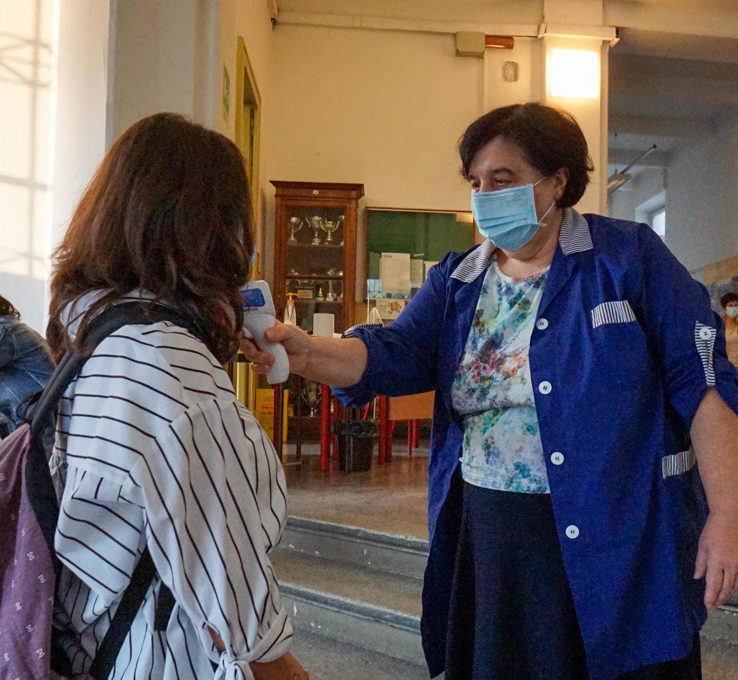 Palermo Da Lunedi Medici E Infermieri Nelle Scuole Appello Ai Presidi Niente Assembramenti Agli Ingressi Giornale Di Sicilia