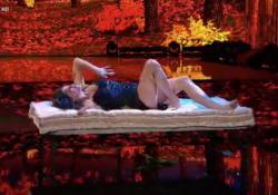 Todaro si opera, ed Elisa Isoardi balla da sola  Per la prima volta a «Ballando con le stelle» una concorrente si esibisce in solitaria - Corriere Tv