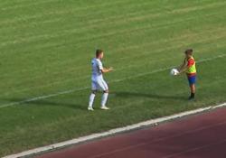 Ungheria: il raccattapalle più sfacciato del campionato La scena durante un derby nella seconda divisione del campionato di calcio ungherese - CorriereTV