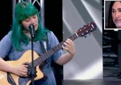 X Factor, la voce di Casadilego (17 anni) incanta e i giurati piangono per la commozione Per la sua versione di «A Case of You», di Joni Mitchell, standing ovation quattro sì  - Corriere Tv