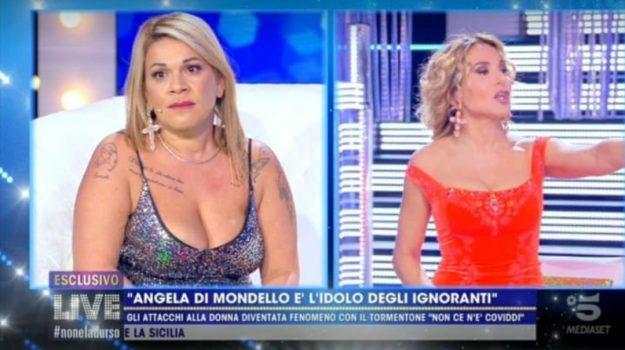 Angela Chianello, Palermo, Società