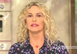 Antonella Clerici in lacrime per la morte dell'amico Gianfranco De Laurentiis La conduttrice di «È sempre mezzogiorno» dà la notizia in diretta - Ansa