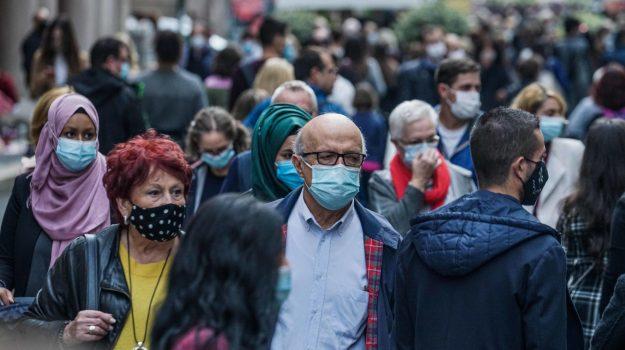 Coronavirus, in Italia la spia di una nuova risalita ma non in Sicilia grazie alla zona rossa