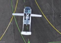 Decolla l'auto volante: AirCar si trasforma in meno di tre minuti In Slovacchia il primo volo di prova - CorriereTV