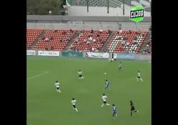 Giappone, la calciatrice segna con un siluro da 30 metri nel sette Yumi Uetsuji è stata la protagonista di una giocata di grande classe durante la partita tra i suoi Chifure As Elfen Saitama e il Kamogawa, valida per il campionato giapponese Nadeshiko League 2 - Dalla Rete