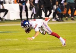 Nfl, cade pochi metri prima del touchdown Poteva essere la giocata della partita, ma invece Daniel Jones è caduto a pochi metri dall'obiettivo - Dalla Rete