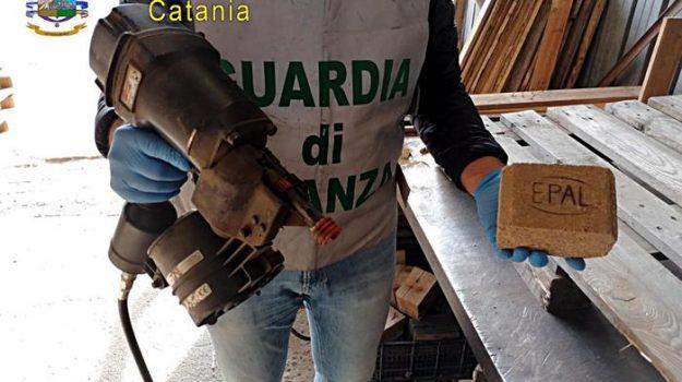 Catania, sequestrati 8000 pallet con marchi falsificati: 4 denunce