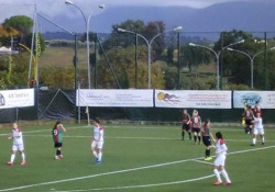 Roma, la punizione da 30 metri di Eleonora Cunsolo La calciatrice della Res Women Eleonora Cunsolo ha segnato un gol su punizione da 30 metri - Dalla Rete
