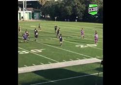 Usa, segna con un tiro da 30 metri Il campo è quello da football, ma la giocata è da campione di calcio - Dalla Rete