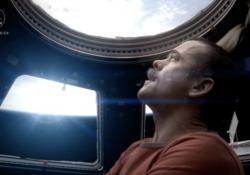 Per loro non esiste lockdown: gli astronauti che in 20 anni si sono susseguiti sulla Stazione Spaziale Internazionale, tranne rare attività extraveicolari, vivono in costante clausura in un ambiente che negli anni si è ampliato ma non arriverà mai a essere confortevole. Non esiste un sotto e un sopr...