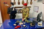 Sortino, nasconde droga e reperti archeologici in casa: denunciato
