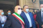 A destra, Aldo Catania, il giorno dell'insediamento del sindaco di Bronte, Pino Firrarello