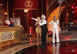 «Ballando con le Stelle», Solenghi eliminato non la prende bene: fa gesto dell'ombrello a Mariotto Non è corso buon sangue tra il ballerino e il giurato durante l'ultima puntata andata in onda su Rai1 - Ansa