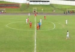 Brasile, la partita con il centrocampo «ovale» La manutenzione del campo ha avuto un tocco «artistico» nella partita tra Cambé e Paranavaí, campionato di terza divisione brasiliano - Dalla Rete