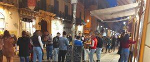 Molta gente in strada oggi pomeriggio a Palermo