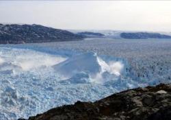 Groenlandia, il ghiacciaio di Helheim si scioglie: il video in timelapse I tre più grandi del continente potrebbero sollevare il livello del mare di 1,3 metri - Ansa