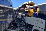 Incidente ferroviario, pullman travolto da un treno: paura a Vittoria