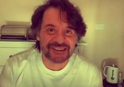 Lillo è guarito dal Covid, il video sui social: «Finalmente a casa» Il comico su Instagram: «La prima cosa che ho fatto quando mi hanno tolto l'ossigeno è stato mettermi le cuffie e, piano piano, ballare» - Corriere Tv