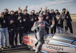 Max Biaggi supera i 400 km/h in sella a una moto elettrica Il record del 49enne ex campione di motociclismo  - Corriere Tv
