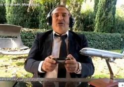 Max Giusti imita Lotito sull'aereo: «Se non parte tira l'aria» La gag del comico romano virale sul web - Ansa