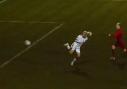 Russia, la calciatrice segna con un tacco volante Quello di Nelli Korovkina potrebbe essere il gol dell'anno della squadra femminile del Lokomotiv Mosca - Dalla Rete