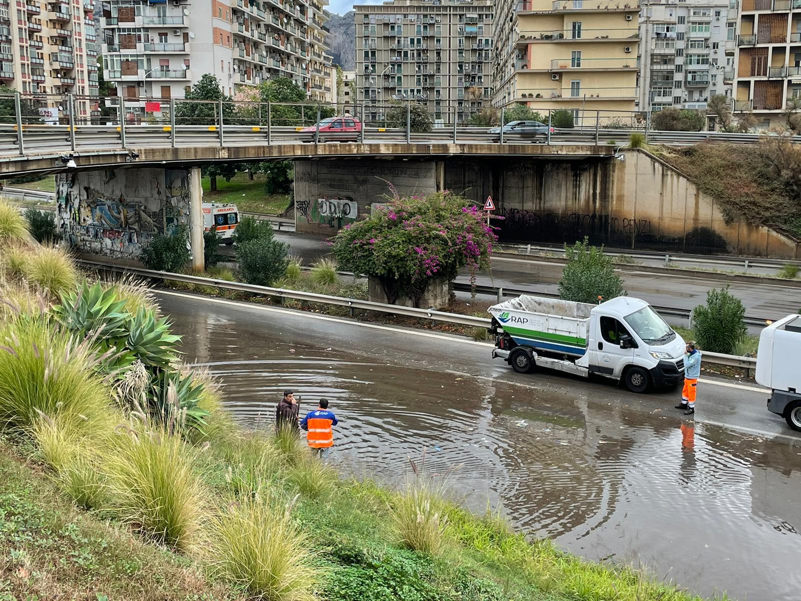 Maltempo A Palermo Allagamenti In Tutta La Citta Chiuso E Riaperto Il Sottopasso Di Viale Lazio Giornale Di Sicilia