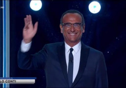 Tale e Quale Show, Carlo Conti torna in studio per l'ultima puntata: «Non potevo mancare» Il conduttore dopo il Covid e il ricovero presenta la finalissima su Rai1 - Ansa