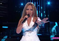 «Tale e Quale Show», Lidia Schillaci nei panni di Beyoncé canta «Listen»: come una diva stravince la semifinale  La cantante palermitana in abito bianco interpreta un brano difficile - Corriere Tv