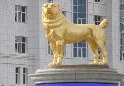 Turkmenistan: il presidente inaugura una statua d'oro del suo cane preferito Gurbanguly Berdimuchamedow ha inaugurato una statua d'oro alta di 6 metri della sua razza di cani preferita nella capitale del paese, Ashgabat - CorriereTV