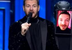 X-Factor, Cattelan (guarito dal Covid) torna in tv: «Felice di essere di nuovo sul palco dal vivo» Il conduttore del talent musicale in trasmissione dopo le due settimane di assenza per la positività al virus - Corriere Tv