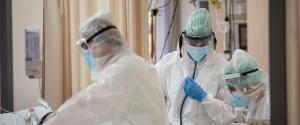 Operatori sanitari in terapia intensiva