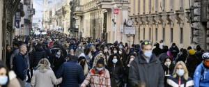 Folla per le strade di Roma