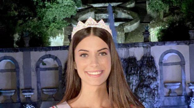 miss italia, Martina Sambucini, Sicilia, Società