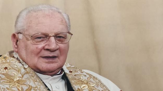 Chiesa, sacerdote, Paolo Giordano, Pietro Maria Fragnelli, Trapani, Società
