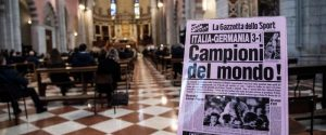 L'interno del Duomo durante i funerali di Paolo Rossi