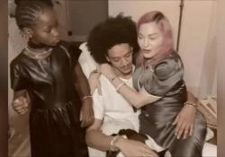 Madonna, il Ringraziamento con il fidanzato e tutti e sei i figli La cantante ha postato un video su Instagram: «Un bellissimo ricordo» - Corriere Tv