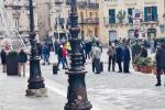Troppa gente in piazza a Caltanissetta, blitz dei vigili urbani