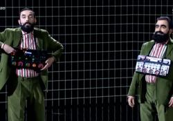 X Factor, N.A.I.P. duetta con Elio (e sono identici): la performance con «La canzone mononota» Il video dell'esibizione durante la semifinale del talent su Sky - Corriere Tv