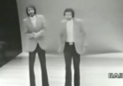 Addio a Mario Santonastasio, con il fratello Pippo era famoso negli sketch tv degli anni '70 L'attore e cabarettista italiano si è spento a Bologna - Corriere Tv