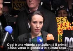 Assange, negata estradizione verso gli Usa, la partner: «Oggi è un giorno di vittoria» Stella Moris: «Non accetteremo mai che il giornalismo sia considerato un crimine» - LaPresse/AP