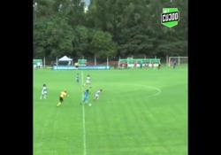 Brasile, la giocatrice segna con una rovesciata al volo Il gol di Barbara Santos, del Real Brasilia - Dalla Rete
