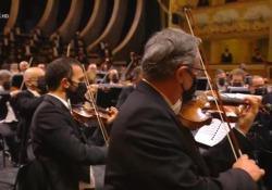 """Concerto di Capodanno, a Venezia tutti indossano la indossano. A Vienna sono senza È polemica sui social. Il sovrintendente Ortombina: """"Abbiamo rispettato la linea italiana"""" - Ansa"""