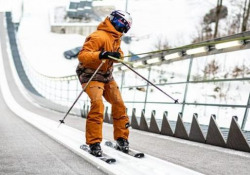 Giù da trampolino (all'indietro) e doppio salto mortale: l'acrobazia del giovane freestyler Lo stunt al trampolino di Engelberg, in Svizzera, di Fabian Bösch - CorriereTV