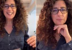 I problemi di connessione della Dad secondo Teresa Mannino: «Ragazzi, mi sentite? Io non vi vedo... ma ci siete?» La comica siciliana nelle vesti di una precisa prof dà voce ai i docenti e agli studenti che ogni giorno affrontano la DAD - Corriere Tv