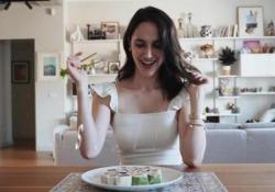 «L'asciugona», Lodovica Comello racconta con ironia la maternità  - Corriere Tv